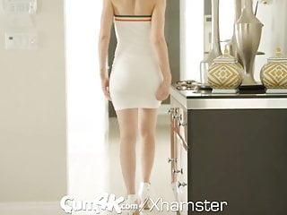 Fascinante vestido pegado al cuerpo de hermanastra pidiendo enlechada
