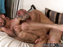 Gay stud deepthroats his lovers big cock