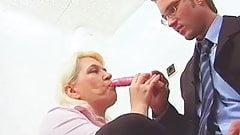 Mature mom seduces dildo seller's Thumb