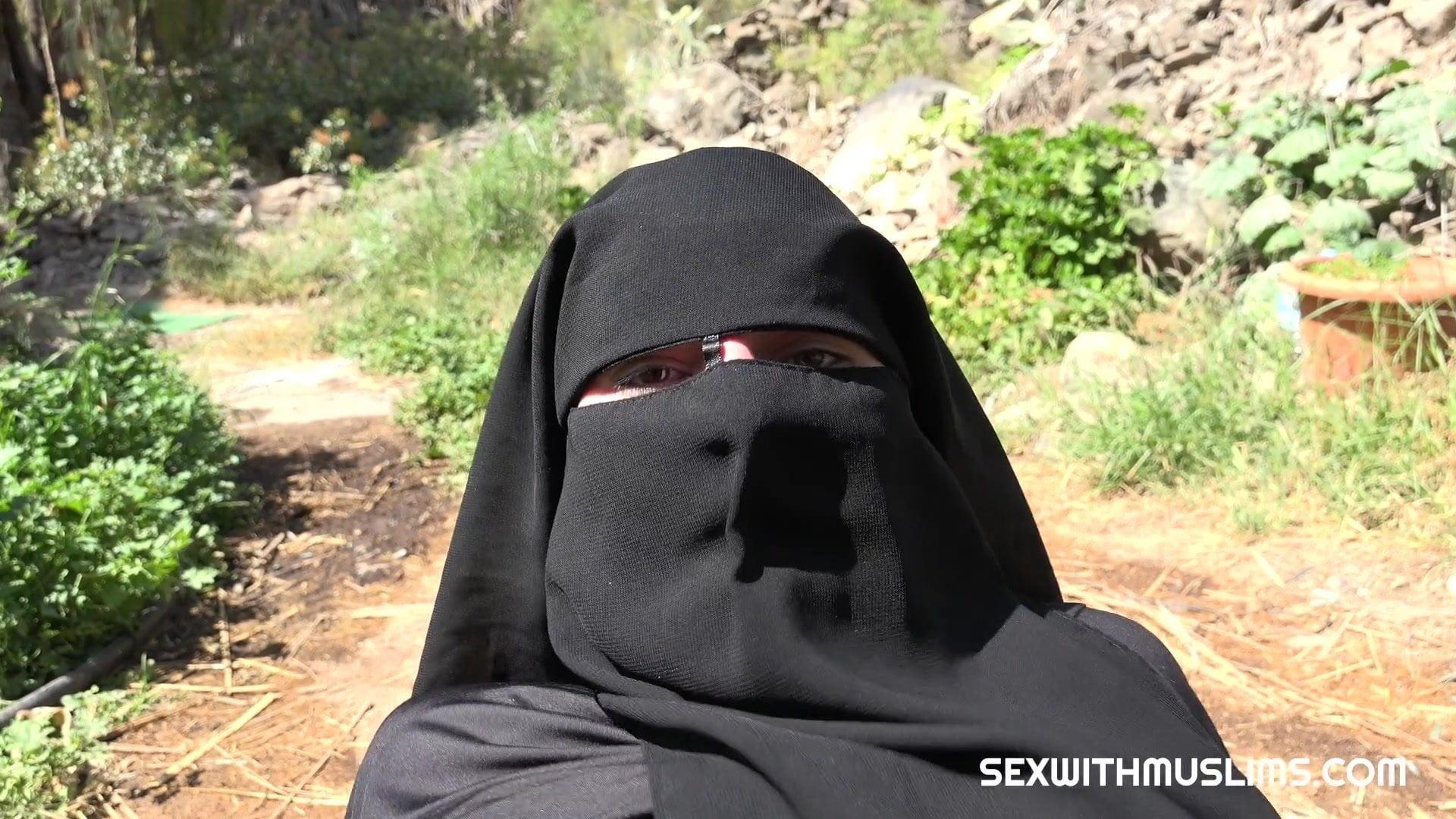 Niqab Porn - Cum on her niqab