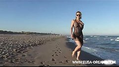 Flashing and dirty on the beach