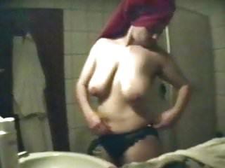 Freundin Nicole im Bad gefilmt