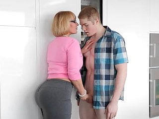 Pawg Girlfriend S Mom Handjob