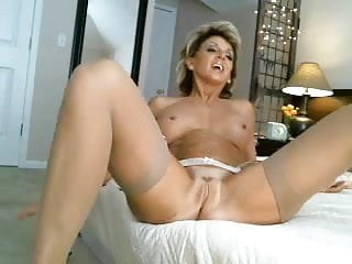 Download video bokep Hottest Milf Ever Toys & Cums On Cam Mp4 terbaru