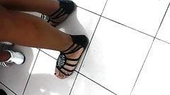 candid pretty indian or latina feet