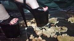 Lady L crush apples with black extreme high heels