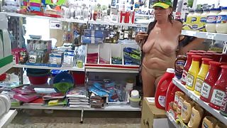 A Frank exposure of adult women in the supermarket
