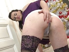 Mature chubby MOM bating on white fur