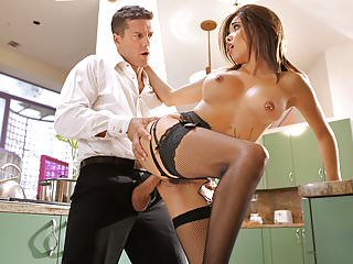 Housewife Aaliyah Hadid Gives Her Driver A Special Tip