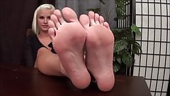 blond feet session