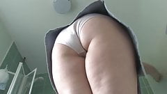 Milf cleaning in short skirt-qp