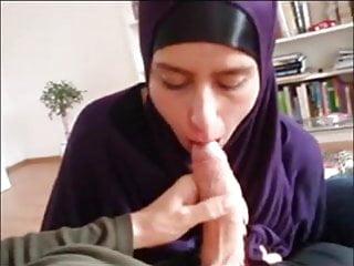 German Hijab Muslima sucking Dick