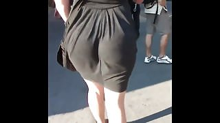 Candid skinny PAWG's super jiggly ass eating her dress