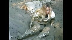 Sasja in muddy white thigh boots (part 2)!!!