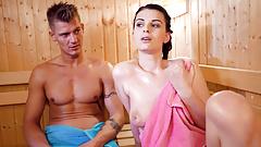 Letsdoeit - finalmente me follé a mi hermanastra caliente en la sauna