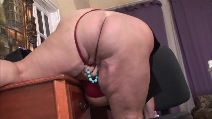 Bored milf giving handjob