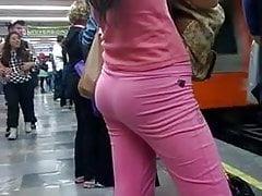 rica flaca en el metro