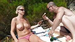 Random nice woman's tits on the beach 17BR slowdown