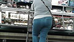 Mature latina at supermarket pt.2