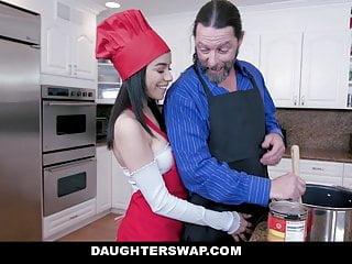 Hijas Folladoras Intercambian Padres - Gianna Gem, Savannah Sixx