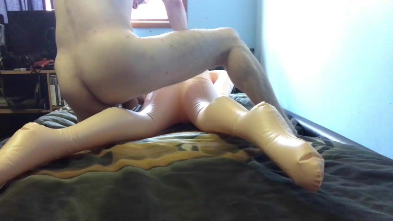 Fucking on waterbed