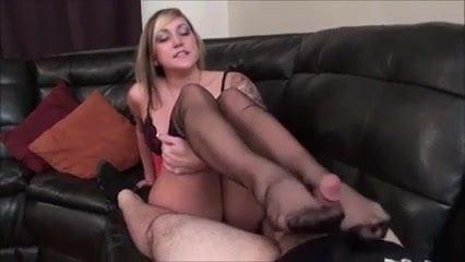 Liz gillies nackt
