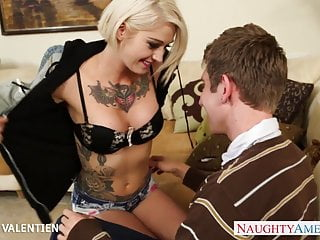 Tattooed Kleio Valentien suck and fuck a long dong