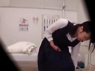 jeunes etudiantes japonaises soumise visite medicale