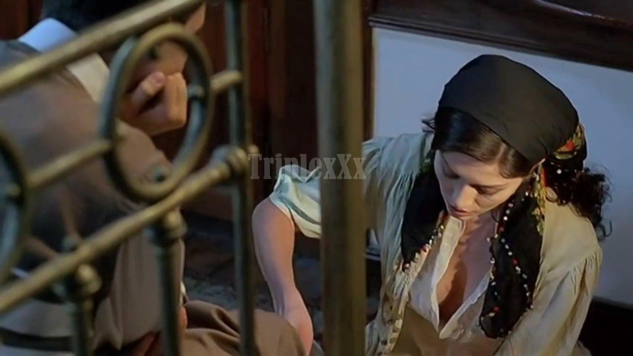 Nurgul Yesilcay— Egreti Gelin 2005