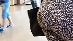 very fat booty bounces