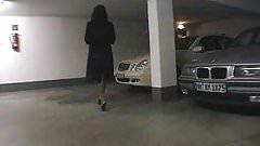 Tittensau auf Parkplatz angepisst