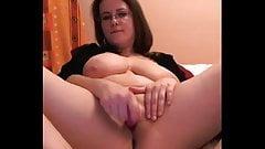 Симпатичная девушка из YouTube, com