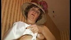 Mature Lynda having a bath
