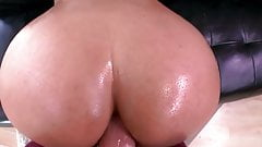 Bubble Butt Anal Pounding!