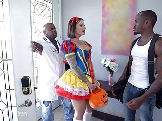 Trickery Ivy Lebelle Double Penetrated By Two Black Dudes