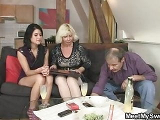 Meeting with his parents turns into 3some