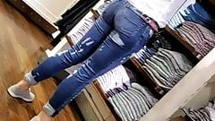 Candid  Hot Blonde w nice ass in jeans