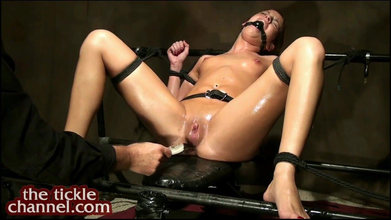 Teen huge tits naked