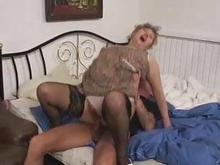 Download video bokep Grandson fuck the grandma wazoo Mp4 terbaru