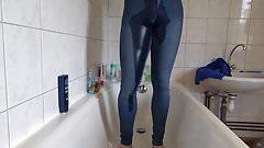 Pissen in der XS Stretch jeans