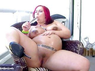 Pregnant Pornstar Georgia Peach Fills Pussy With Glass Dildo