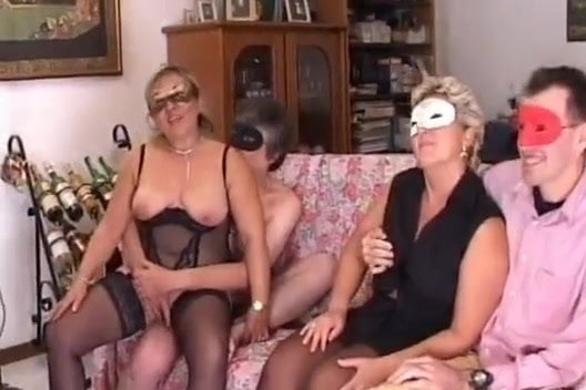 Cuckold at the party with blacks