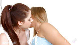Photo session - lesbian scene with Rebecca Volpetti and