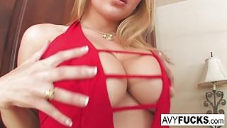 Avy Scott likes to finger fuck herself