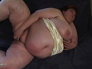 Big mommy malinka gets herself mushy and horny - 4 2