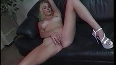 Horny chick uses her fingers & a dildo