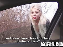 Mofos - Stranded Teens - Chloe Lacourt - Chloes Red Lips Suc