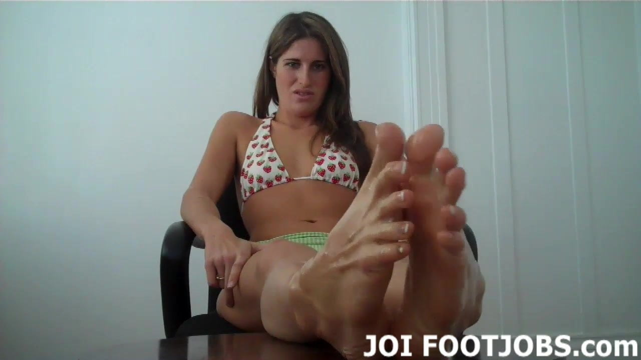 Oil up my feet so I can give you a footjob JOI