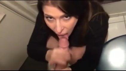 Pretty Cam Babe Finger Fucks Her Pussy