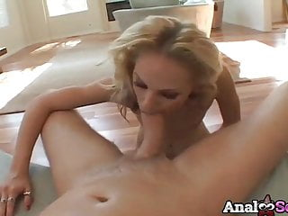 Slmi blonde Faye Runaway fucked in the ass